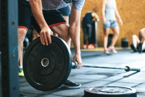 Grundübungen vs. Isolationsübungen. Was ist der effektivste Weg für schnellen Muskelaufbau?